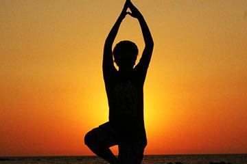 Meditation-men-meditating-on-sunset
