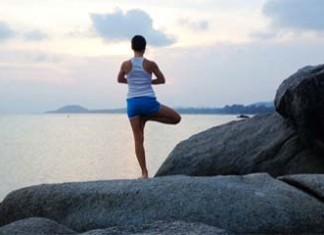 yoga-and-sea