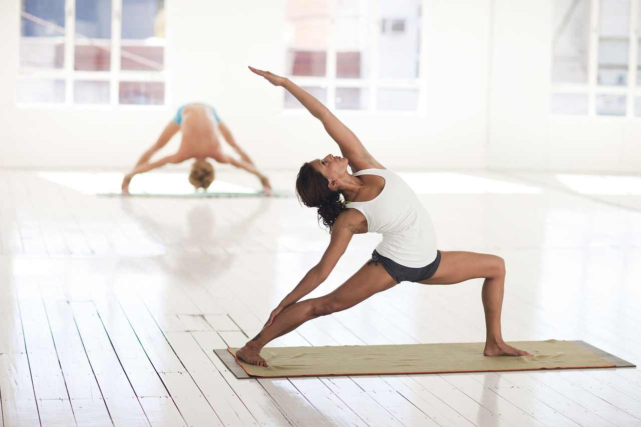 5 Yoga poses for women to achieve a perfect waist 7