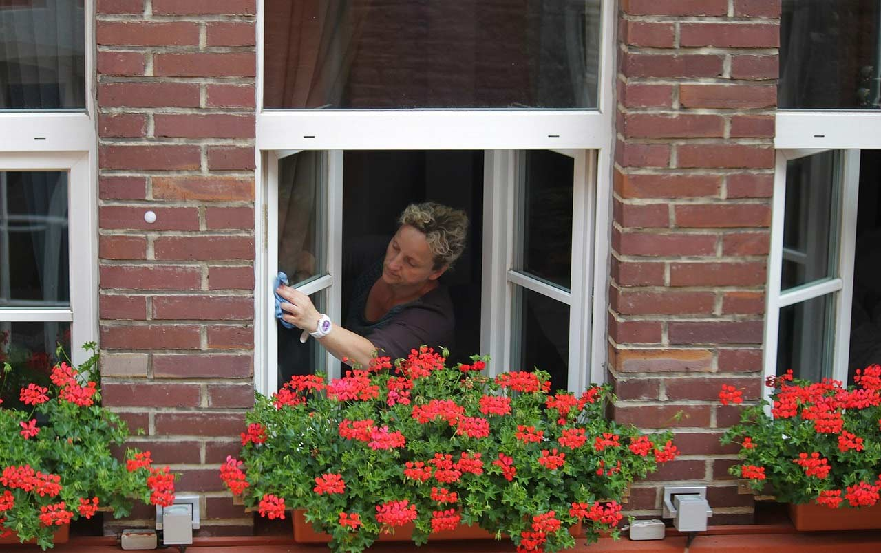 The best ways to keep home glass windows clean zigverve - Best way to clean windows ...