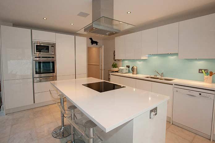 White-quartz-kitchen-worktops