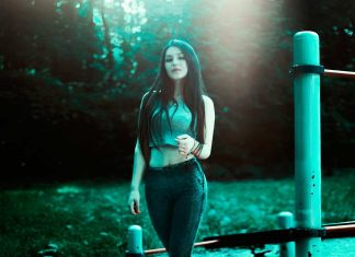 Girl walking in leggings