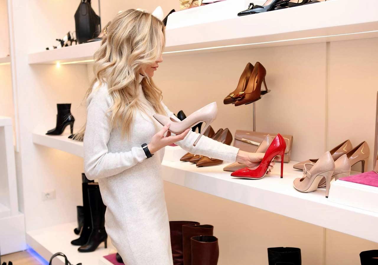 Shopping women shoes