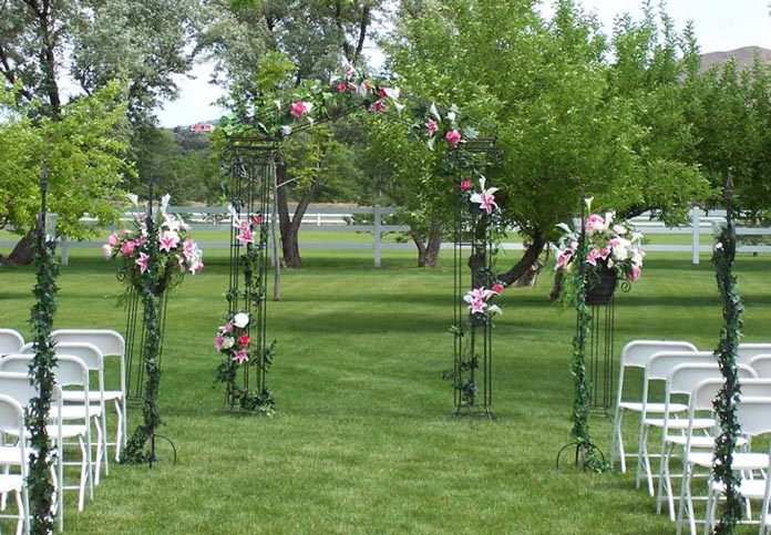 11 Best garden wedding arch decoration ideas 13