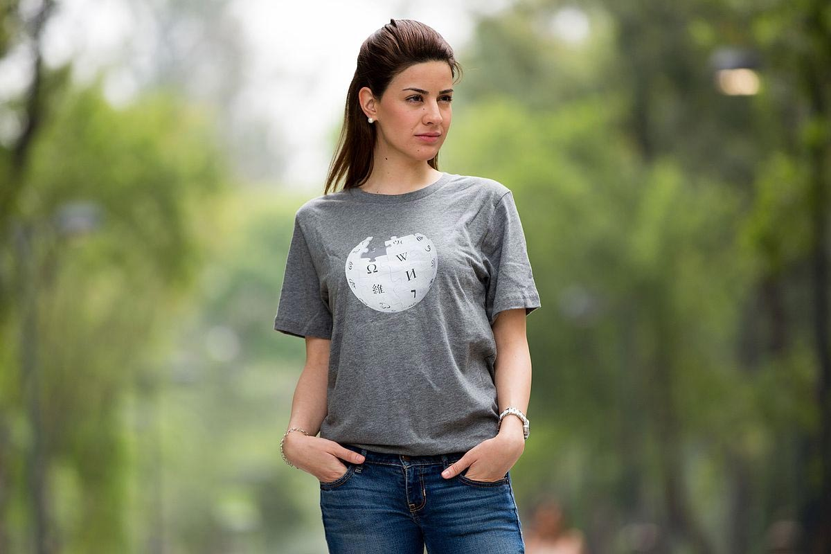 Girl in tucked-in T-shirt