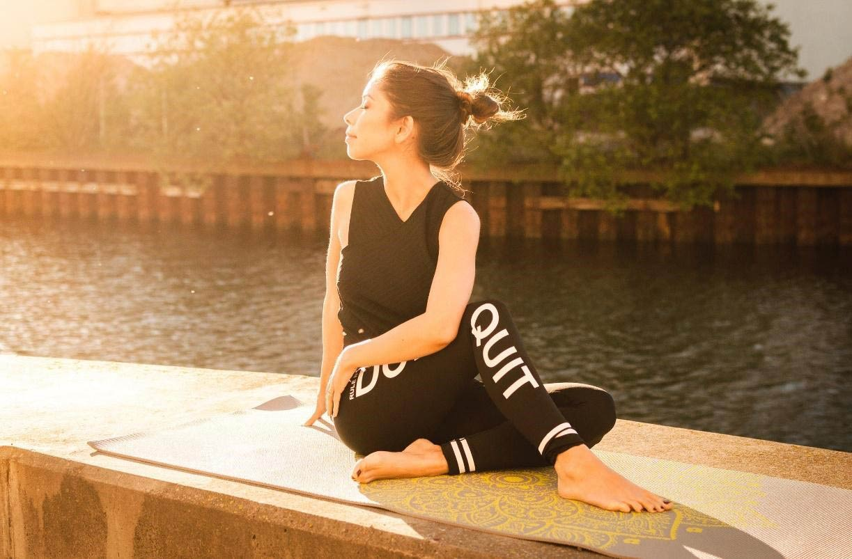 5 Yoga poses for women to achieve a perfect waist 8