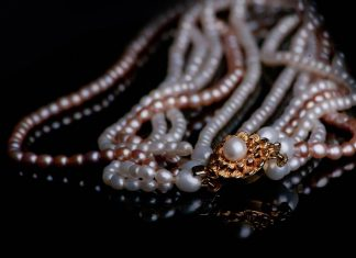 jewellery pearl necklace